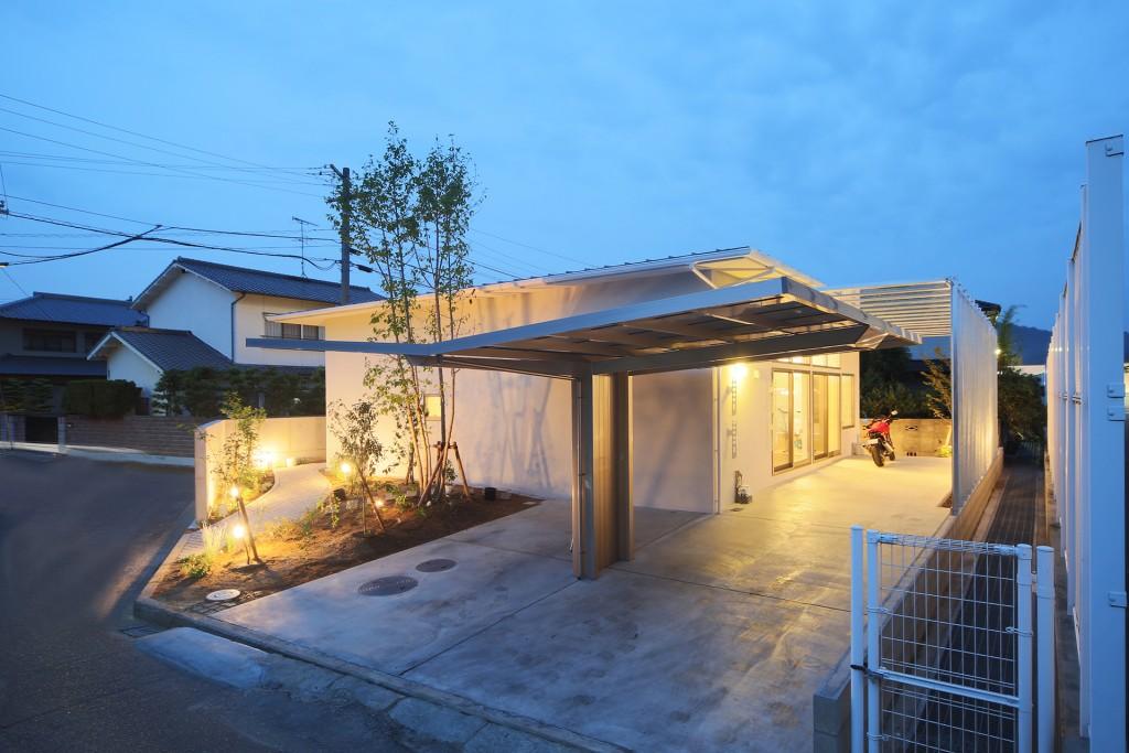 210-春日の家夕景