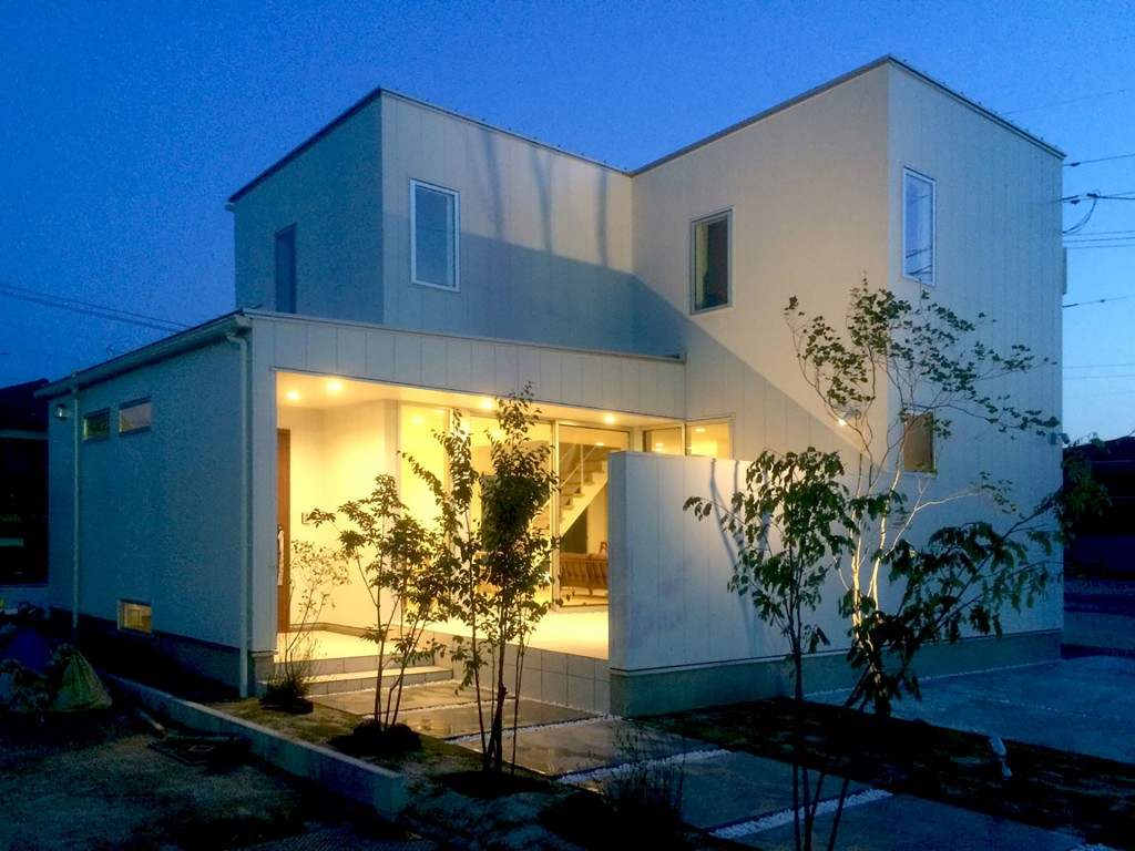 yonago-house-outer-night